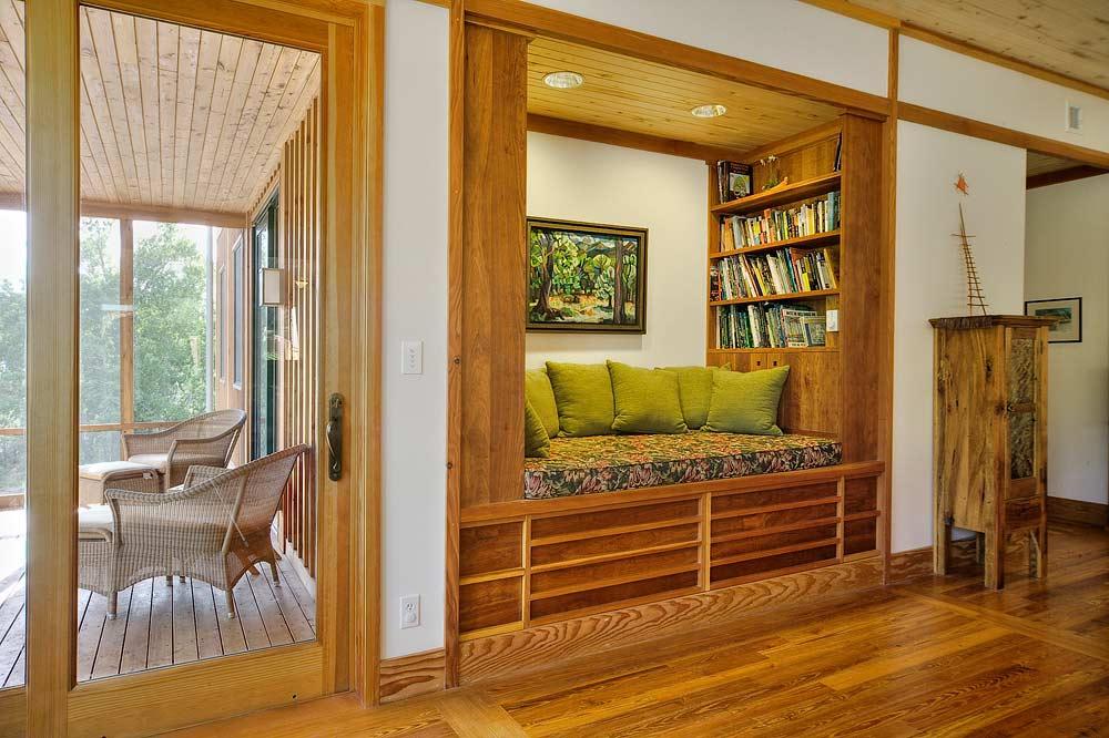 Urraca retreat Built in reading nook